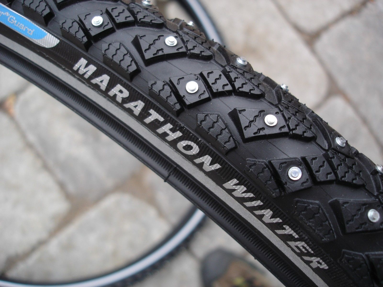 Schwalbe Marathon Winter HS 396 Studded tires